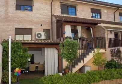 Casa adossada a Urbanización Prado del Arca