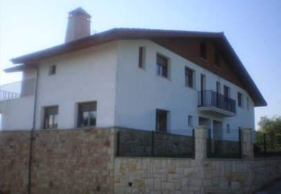 Casa adossada a Arangoiti