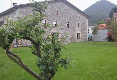 Casa pareada en calle Sopeña