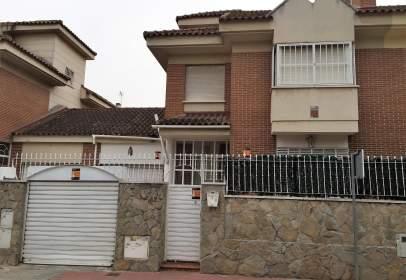 Casa adossada a Centro