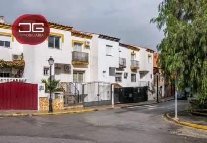 Casa adossada a calle Costa Rica