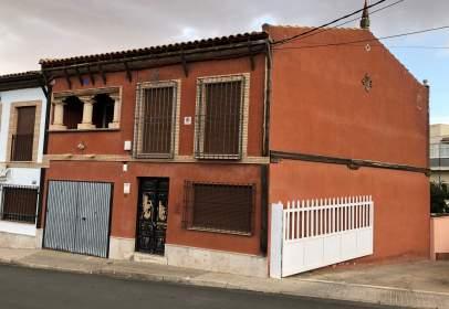 Casa adosada en Carretera de Ciudad Real a Valdepeñas, nº sn