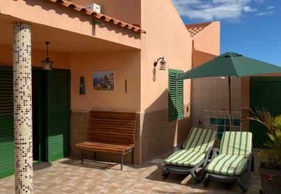 Casa a calle Cesar Manrique