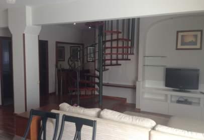 Duplex in Carrer Isona
