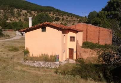 Casa rústica en calle de la Angosta