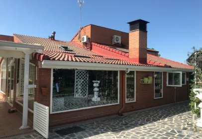Casa adosada en calle Avda La Paz