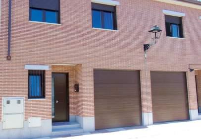 Casa adossada a calle del Romero