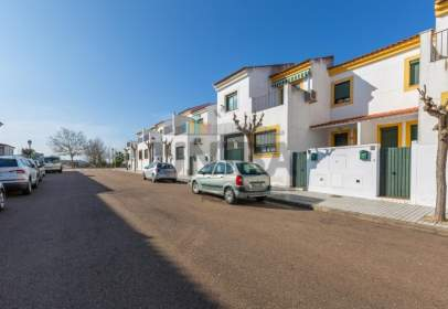 Casa adossada a calle Lituania