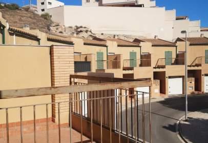 Casa aparellada a calle Juana Ines de La Cruz, nº 16