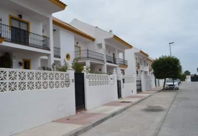 Casa pareada en Avenida Tiro de Pichón
