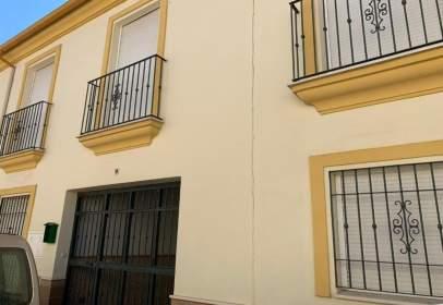 Casa adosada en calle de Carmen de Burgos