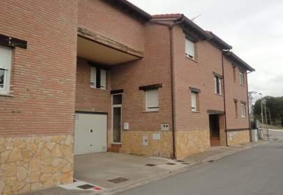Casa adosada en calle Tomas Lopez
