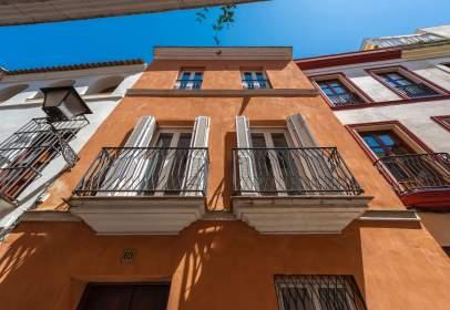 Casa aparellada a calle de la Alhóndiga, prop de Calle Boteros