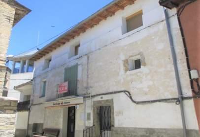 Casa adosada en Avenida Pirineo de Huesca, nº 02