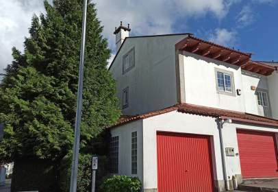 Casa pareada en Avenida de Rosalía de Castro, cerca de Praza de Vigo