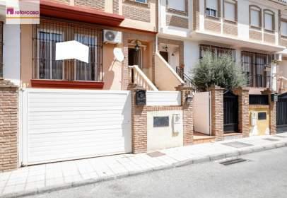 Casa adossada a calle de Pedro de Albarado, nº 21
