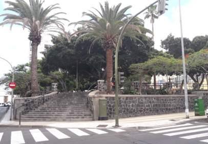 Dúplex en calle Duggi, cerca de Calle Benavides