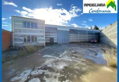 Nave industrial en calle de Val de la Horca