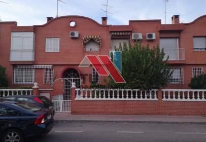 Chalet adosado en calle Francisco Aguirre, nº 146