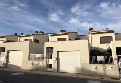 Casa pareada en calle Cañada Real, nº 99
