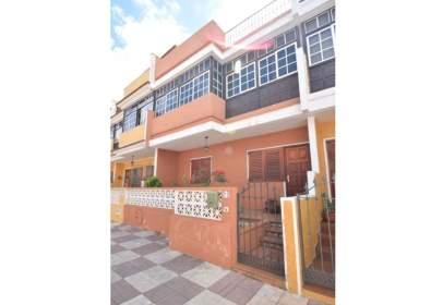Casa pareada en calle Aires de Lima