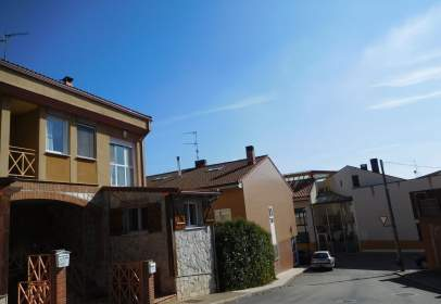 Casa pareada en calle Palacio