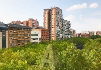 Apartment in Paseo de Zorrilla, near Calle del Puente Colgante