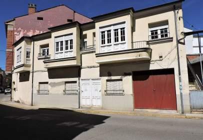 Casa pareada en calle de Ángel González, nº 33