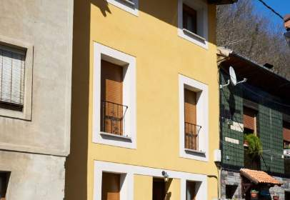 Paired house in calle Pola Laviana, nº 5