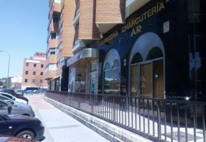 Local comercial en Avenida de calleja y Zurita