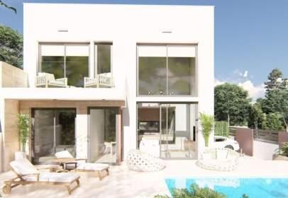 Casa aparellada a calle Pedro Garcia Bañon
