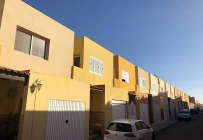 Casas y chalets en vecindario los llanos santa luc a de - Duplex en vecindario ...