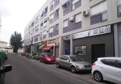 Commercial space in calle Juan Antonio de Vera Zuñiga y Figueroa Conde de La, nº 2