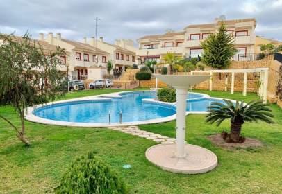 Casa aparellada a Avinguda del Mediterráneo
