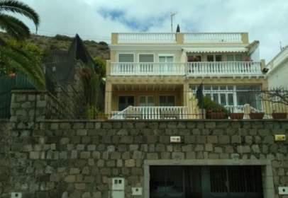 Casa adosada en calle Alejandro Hidalgo, nº 5