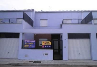 Casa pareada en calle Merida, nº 19