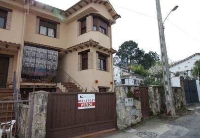Casa aparellada a calle Gredos, nº 3