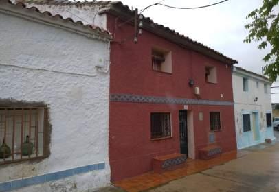Casa aparellada a calle Calvario