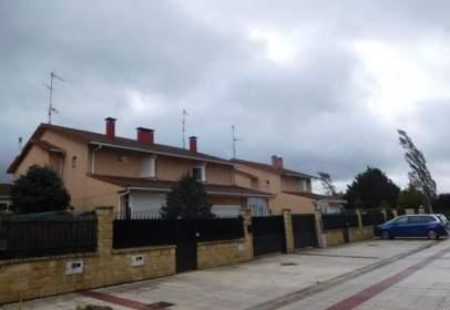 Casa aparellada a calle de Logroño