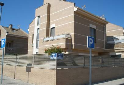 Casa adosada en calle Benavente, nº 44