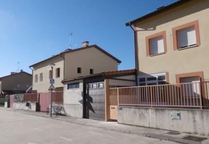 Casa adosada en calle Urbanizacion Sau