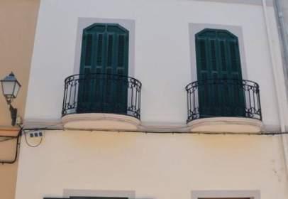 Casa aparellada a Plaça de la Verge de Loreto