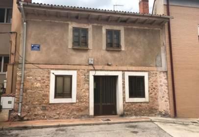 Casa pareada en calle Infanta Catalina