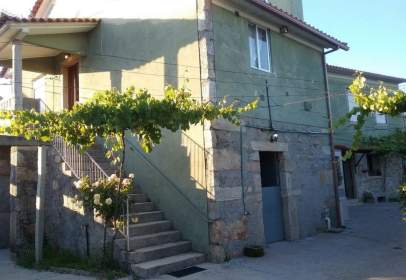 Paired house in calle Po-360, nº 42