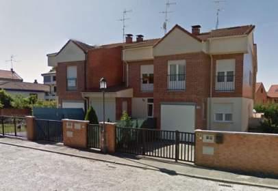 Casa adosada en calle de San Pedro Cárdeña