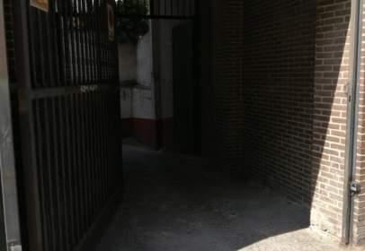 Garatge a calle José Montalvo