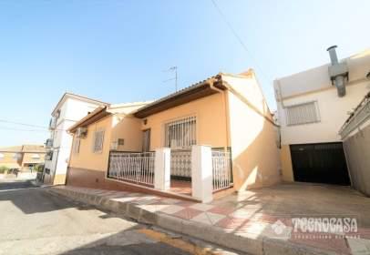 Casa adosada en calle de Cáceres