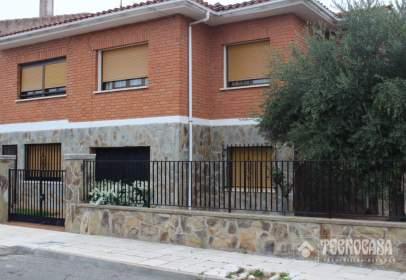 Casa aparellada a Alovera