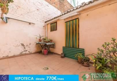 Casa adossada a Sant Andreu