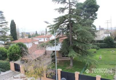 Casa unifamiliar en Zona Bulevar de las Acacias
